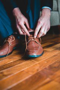 Ben jij op zoek naar herenschoenen die klassiek zijn, maar ook met een moderne touch? Zulke schoenen zijn super stijlvol en hebben een klassieke en rijke uitstalling. Al helemaal wanneer je zulke schoenen draagt bij een outfit die ook een klassieke stijl heeft. Met de Giorgio herenschoenen in Italiaanse stijl ben jij er helemaal klaar voor om die ene klassieke outfit af te maken.   Er stijlvol uitzien Zie je het al voor je? Je hebt je favoriete blouse of pak aan om naar een speciale gelegenheid toe te gaan. Je hebt jouw haar mooi in model, hebt je netjes geschoren en ruikt heerlijk. Wanneer je dan ook nog Giorgio herenschoenen aandoet, zie je er onweerstaanbaar uit. Wanneer niet alleen jouw kleding, maar ook jouw details zoals schoenen er stijlvol uitzien, krijg je een hele andere uitstraling dan dat je sneakers aan zou doen bij diezelfde outfit.   Ga voor kwaliteit met Giorgio herenschoenen Niet alleen zijn Giorgio herenschoenen stijlvol en kunnen ze dus jouw uitstraling veranderen, ze zijn ook nog eens van goede kwaliteit gemaakt. Deze schoenen gaan dus langer mee dan goedkopere schoenen. Daarnaast kun je ook aan de schoenen zien dat ze van goede kwaliteit zijn, wat ook weer een bepaalde uitstraling geeft.